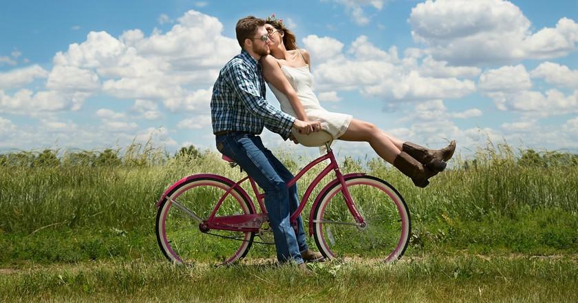 Couple on bike|©3194556/Pixabay