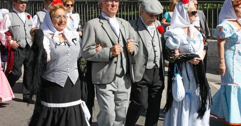 Madridleños in traditional dress for San Isidro | © Alex Bikfalvi/Flickr