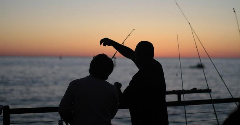 Fishing off the Redondo Beach Pier |  © Parker Knight / Flickr