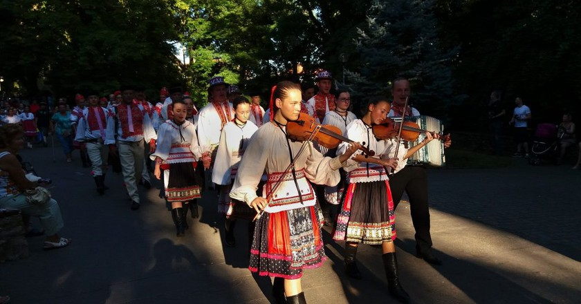 Traditional folk dress and folk music is celebrated in Slovakia | © walkerssk/Pixabay