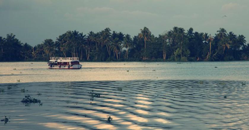 "<a href=""https://www.flickr.com/photos/vinothchandar/4603292133/"" target=""_blank"" rel=""noopener noreferrer"">Kerala backwaters | © Vinoth Chandar / Flickr</a>"