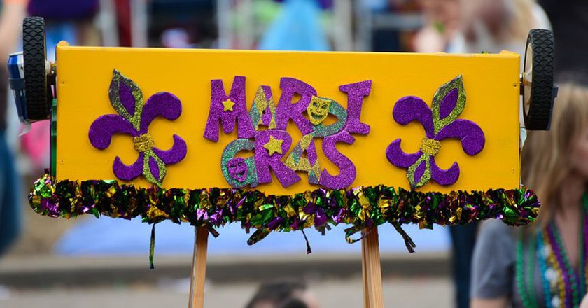 Mardi Gras ladder | © Tulane Public Relations/Wikimedia Commons