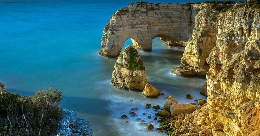 Praia da Marinha I © Luis Ascenso Photography/WikiCommons