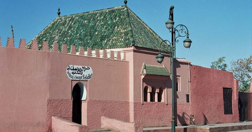 Outside of a tomb in Marrakech | © Wikimedia Commons