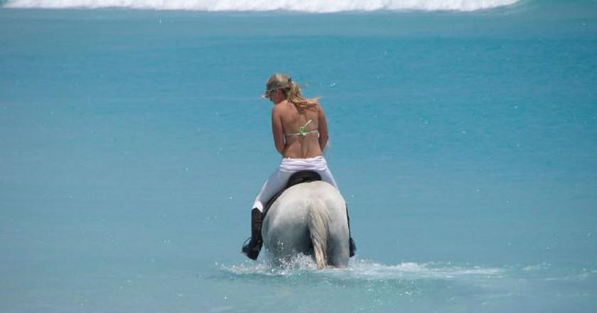 Horse riding on Noordhoek Beach   © Maurits Vermeulen / Flickr