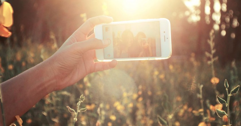 Taking pictures for Instagram | © Stocksnap/Pexels