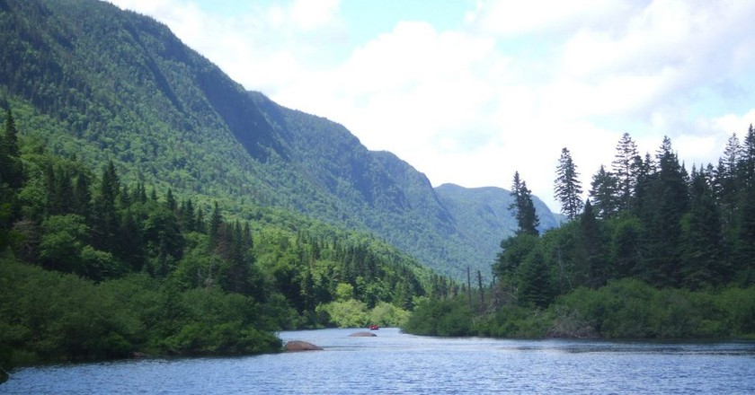 A lakeside landscape in Quebec | © xongnox / Flickr