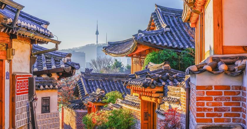 Bukchon Hanok Village in Seoul, South Korea   © wijit amkapet / Shutterstock