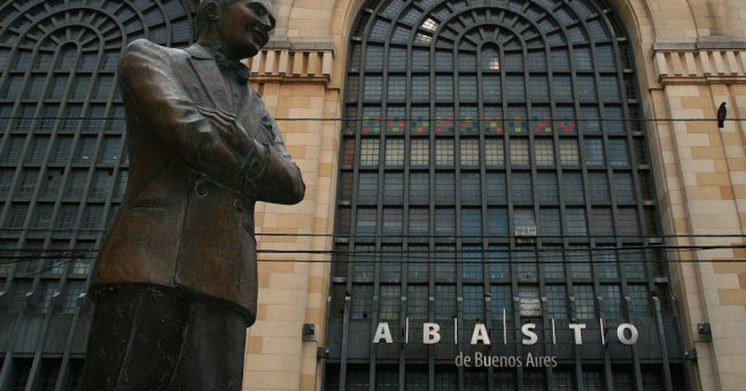 Abasto Shopping Centre and Carlos Gardel statue | © Tanenhaus/Flickr