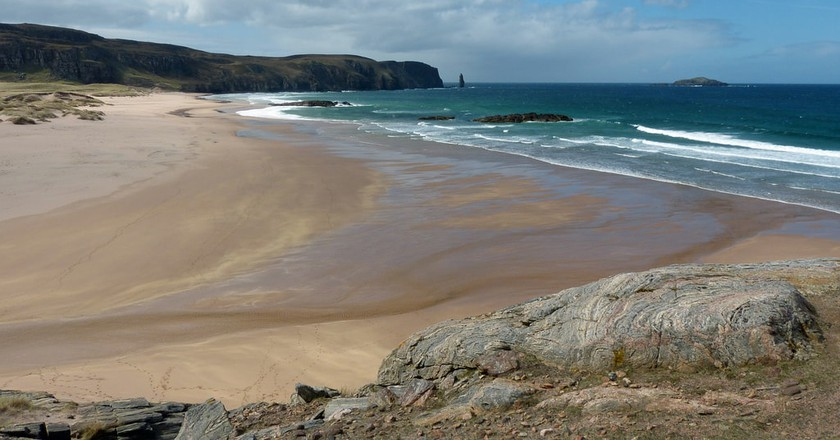 The Vast and Empty Sands of Sandwood Bay | © Andrew/Flickr