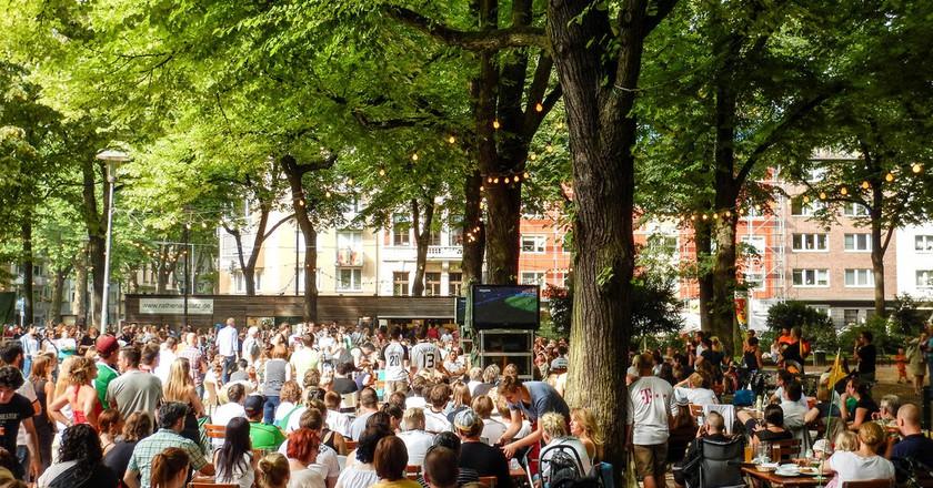Beer garden at Rathenauplatz in Cologne   ©  Robert Brands/Flickr