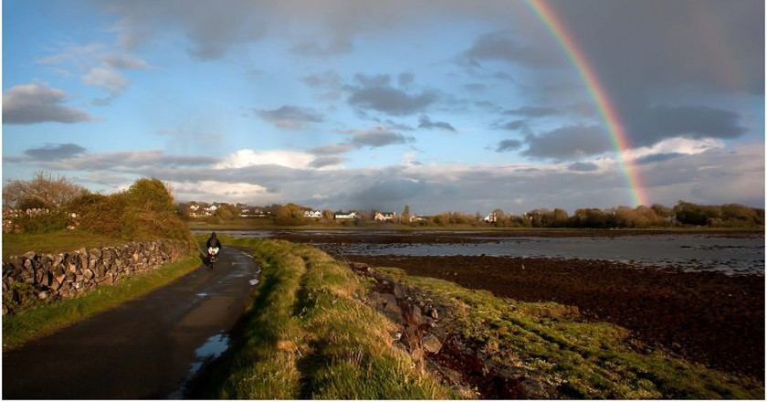 Rainbow over Mweeloon Bay, Oranmore | © Eoin Gardiner / Flickr
