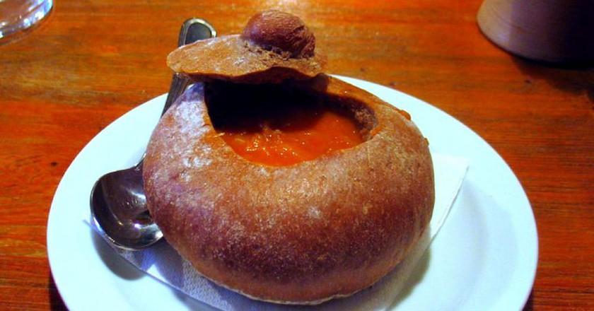 Czech soup served in a bread bowl I © Artur Orujaliev/Flickr