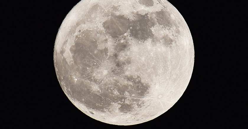 The Full Moon over Taiwan   © 宇立 魏 / Flickr