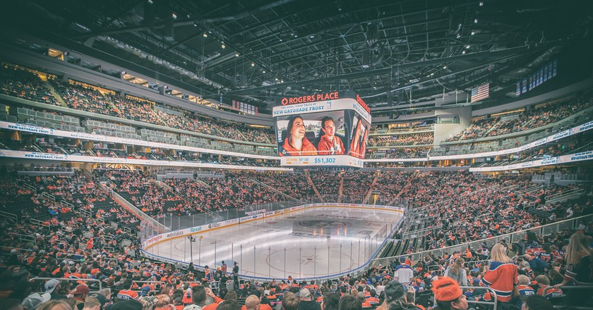 The crowd at a Canadian hockey game   © IQRemix / Flickr