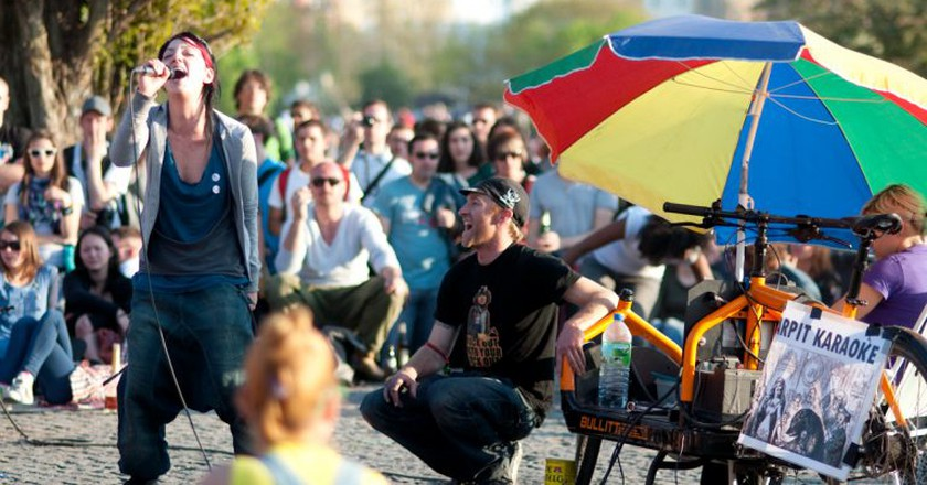 Mauerpark's weekly karaoke sessions | © sfreimark / Flickr