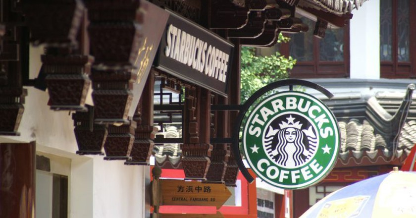 A Starbucks in Shanghai's Old City | © Joris Leermakers / Flickr