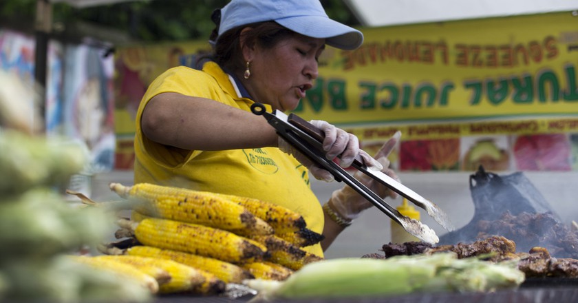 Grilled Corn, Ecuador | ©Vetatur Fumare /Flickr