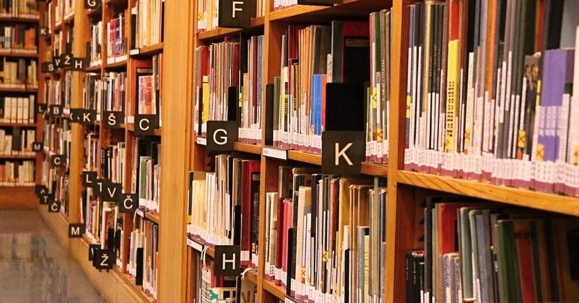 """<a href=""""https://pixabay.com/en/books-library-alphabet-reading-2253569/"""" target=""""_blank"""" rel=""""noopener noreferrer"""">Books   jenikmichal / Pixabay</a>"""
