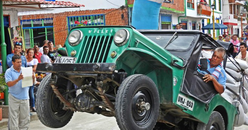 Jeep acrobatics at the Yipao Jeep parade | © Chris Bell