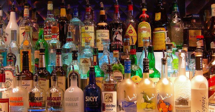 Bottles at a bar   © Edwin Land / Flickr