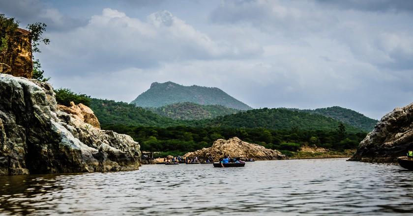 Boating at Hogenakkal Falls   © Ashwin Kumar / Flickr