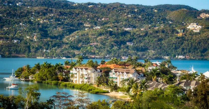 Panoramic view of Montego Bay, Jamaica on a stunning spring day   © Dean Fikar / Shutterstock