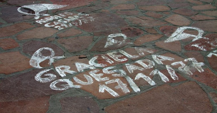 Symbols of the Mothers and Grandmothers of the Plaza de Mayo, Argentina | © McKay Savage/Flickr