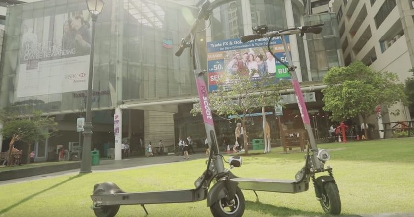 Popscoot scooters in Singapore | © Popscoot/Youtube
