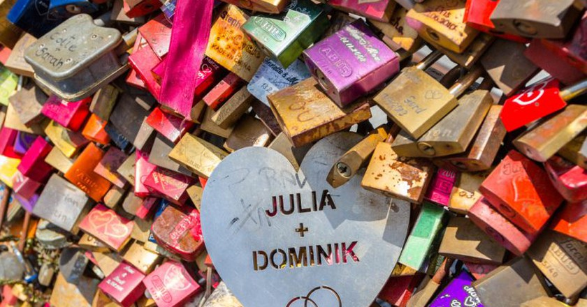 Some love locks stand out from the crowd |© Iryna Savina / Shutterstock