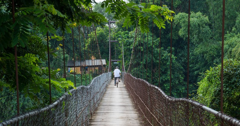 Man on bicycle crosses a bridge in Battambang, Cambodia | © RENATO SEIJI KAWASAKI / Shutterstock