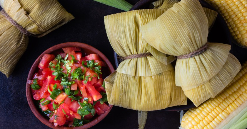 Homemade humitas served with salsa | © Larisa Blinova