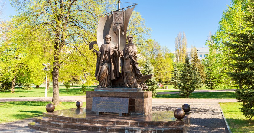 Monument to Saints Peter and Fevronia of Murom   ©FotograFFF / Shutterstock
