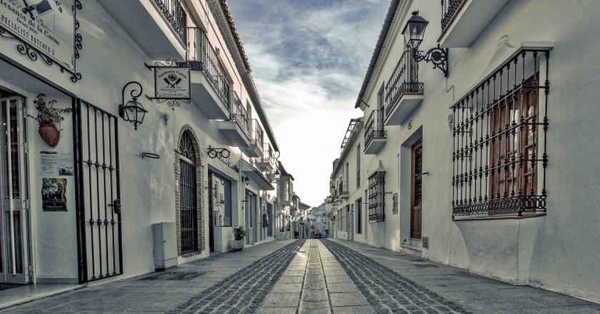 Spanish street ©ddzphoto/Pixabay
