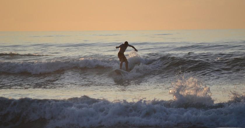 Surfing | © mottovation / Pixabay