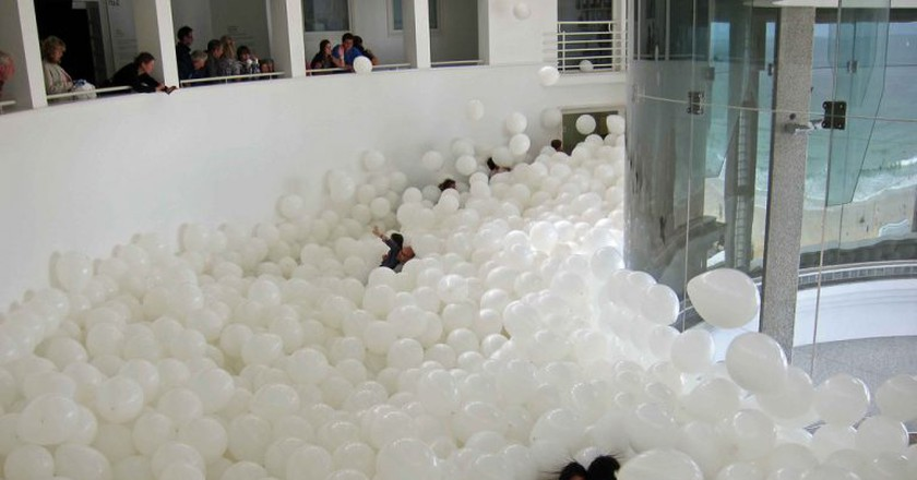 Martin Creed at Tate St Ives, Half the Air in a Given Space | © Julian Stallabrass/Flickr
