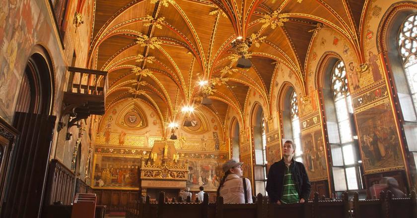 The Gothic Hall inside Bruges' City Hall | © Jan D'Hondt / Courtesy of Visit Bruges