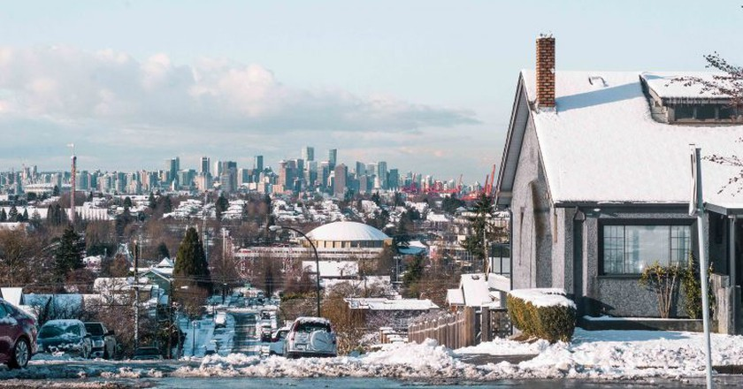 Snow day overlooking Vancouver   © Hayley Simpson