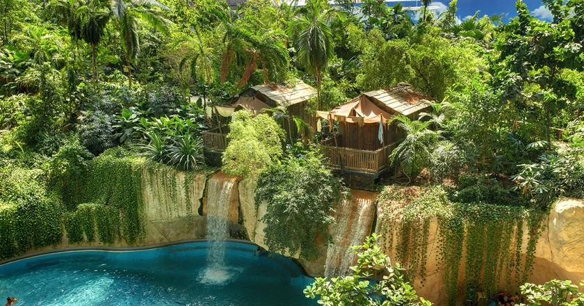 Waterfall Lodge | © Tropical Islands Resort/ Wikimedia Commons