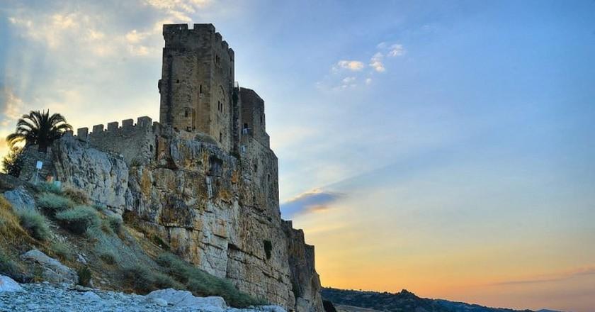 A charming cliffside castle | gaetano777/Flickr