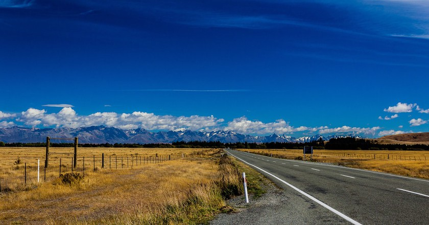 Mountain range on the way to Queenstown, from Christchurch, New Zealand   © Anup Shah/Flickr
