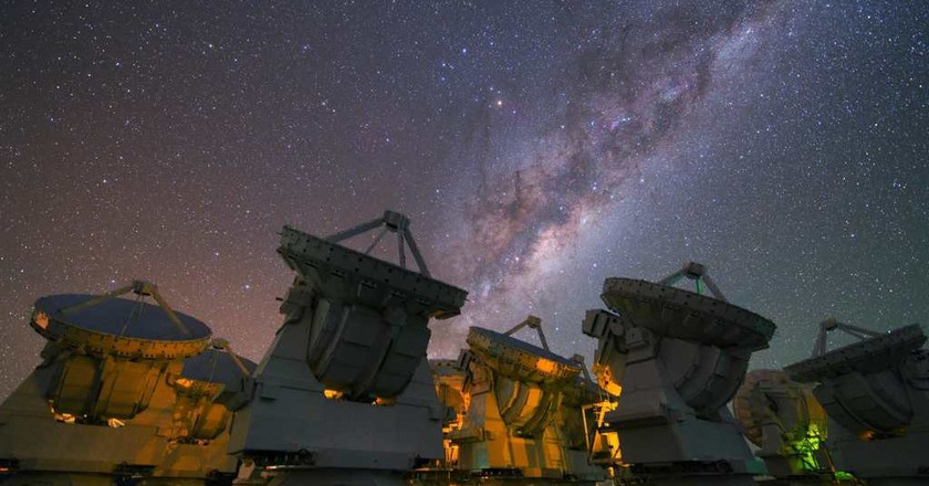 The stunning Milky Way above the antennas at the ALMA Observatory   © European Southern Observatory / Flickr