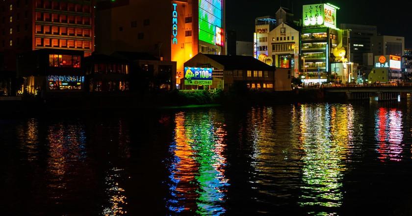 Nakasu, Fukuoka by night | © Yoshikazu Takada/Flickr
