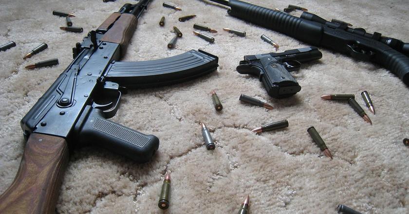 Rifles and handgun   © Teknorat/Flickr