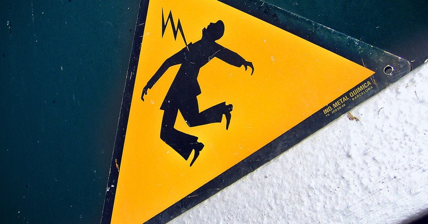 Electric shock sign | © Tomás Fano/Flickr