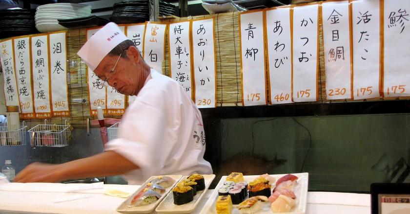 Sushi chef at work   © Rebecca Selah/Flickr