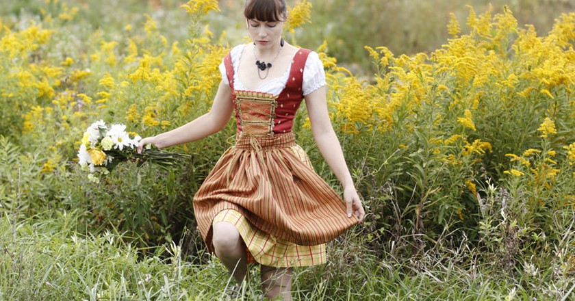 Young woman in a dirndl - ©Alessandra Nölting/Flickr