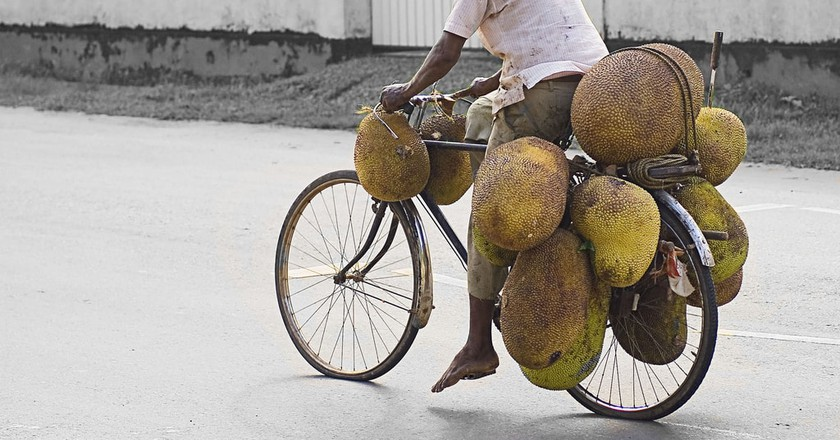 Jackfruit carrier © Hafiz Issadeen/ Flickr