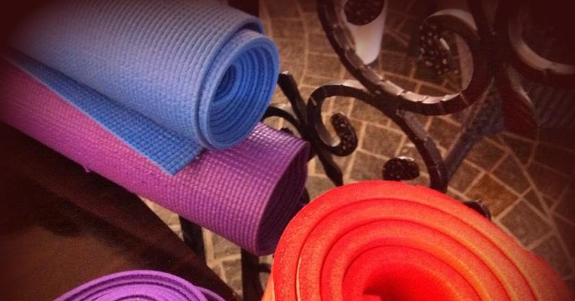Yoga mats | © Tony and Debbie/Flickr