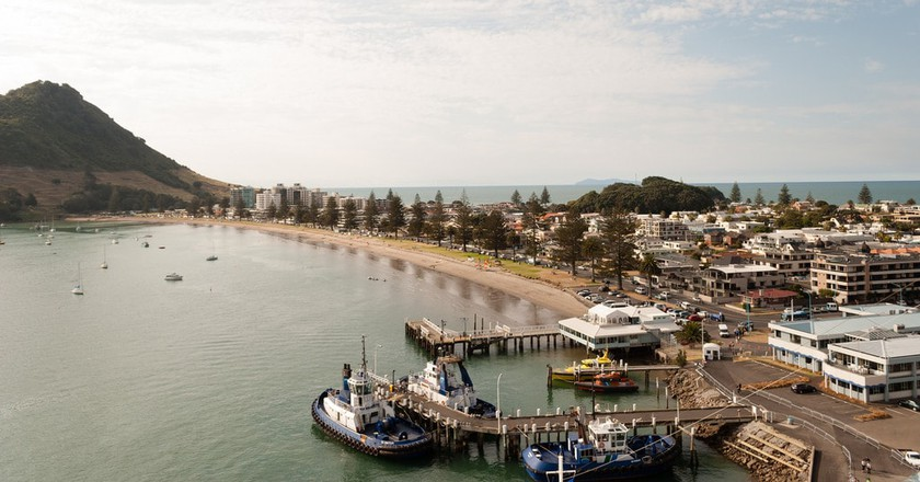 Mt Maunganui and Tauranga Harbour | © Matt Chan/Flickr
